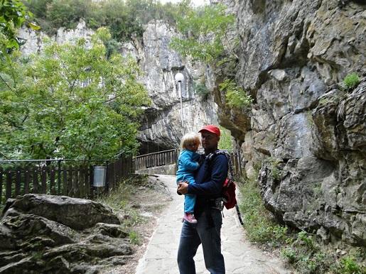 126 Bułgaria z dzieckiem Jaskinia Bacho Kiro