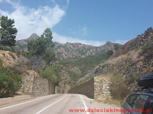 samochodem na Sardynię drogi-wakacje z dzieckiem opinie