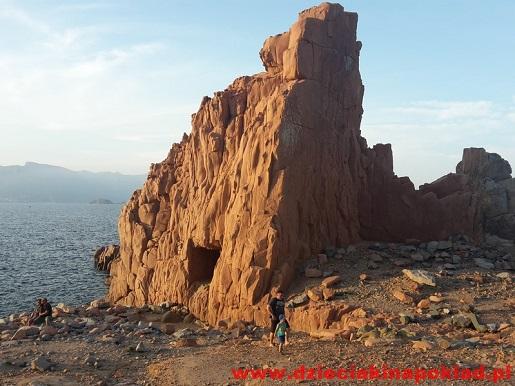 Sardynia atrakcje- czerwone skały - wakacje z dzieckiem opinie