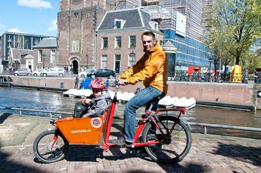Amsterdam rowerem z dzieckiem