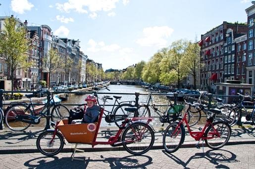 Amsterdam zwiedzanie rowerem w weekend