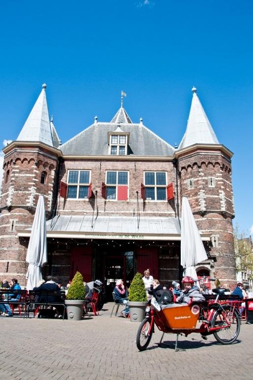 De Waag atrakcje Amsterdam z dzieckiem rowerem