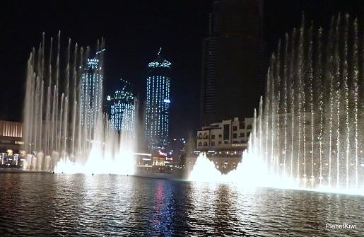 Dubaj tańczące fontanny atrakcje