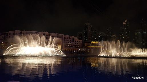 Dubaj tańczące fontanny atrakcje dla dzieci (2)