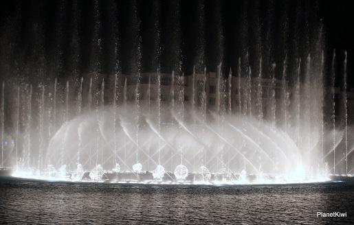 Dubaj tańczące fontanny atrakcje dla dzieci (3)
