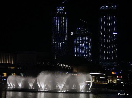 Dubaj tańczące fontanny atrakcje dla dzieci (4)