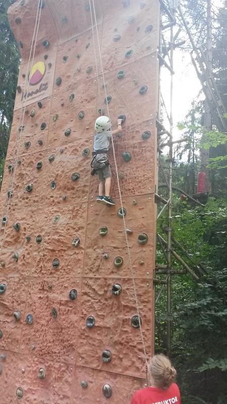 Krynicki Park Linowy ściana wspinaczkowa