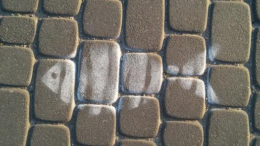 Mikołajki - uroczy detal na głównym deptaku