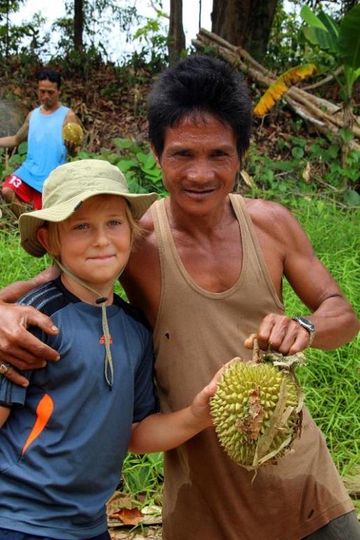 Mr.Jungle, rzeka - - Borneo z dzieckiem - dżungla