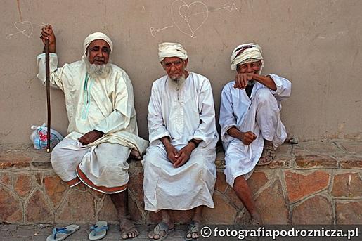 Omańczycy na bazarze w Nizwie