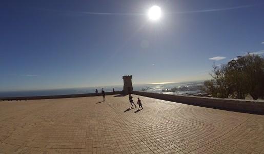 Wzgórze Montjuïc z dzieckiem Barcelona