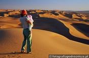 Zachód słońca na pustyni Wahiba-Oman-z-dzieckiem