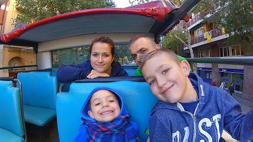 autobus turystyczny Barcelona zwiedzanie z dzieckiem