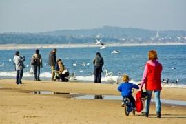 Bałtyk z dzieckiem - młode mamy wolą nad polskie morze