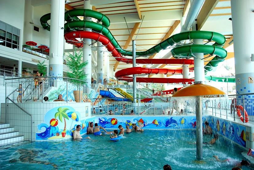 basen ze zjeżdżalniami i atrakcje dla dzieci w Aquapark Zakopane