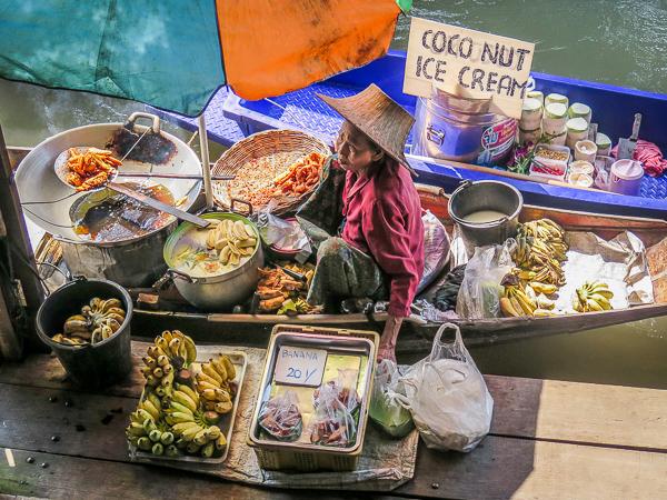 pływający targ Tajlandia rodzinne atrakcje