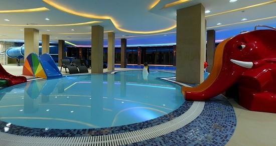 hotel-z-basenem-dla-dzieci-nad-morzem-1