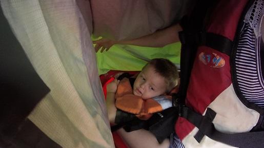 kajakiem w deszczu z dzieckiem Pilica