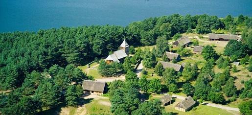Skansen we Wdzydzach-tu poznasz historię Kaszub i Pomorza