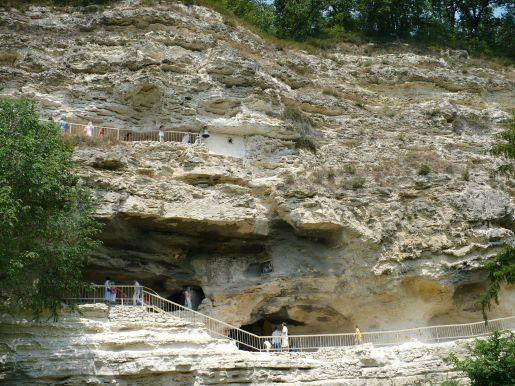 klasztor skalny Złote Piaski rodzinne atrakcje