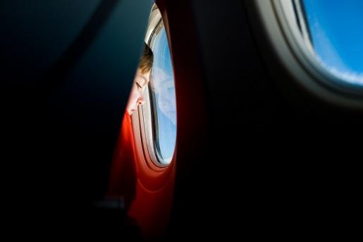 latanie z dzieckiem samolotem