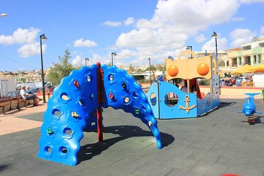 marsaxlokk plac zabaw dla dzieci atrakcje