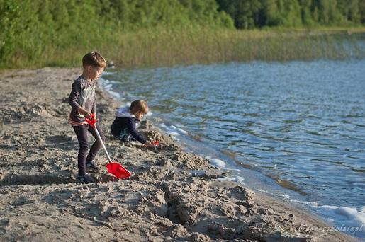 nad jeziorem z dziećmi Suwalszczyzna gdzie kemping