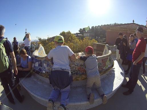 najdłuższa ławka Barcelona Gaudi - atrakcje dla dzieci