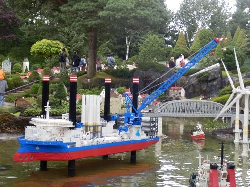 Platforma z lego -atrakcje Legoland Billund Dania -opinie