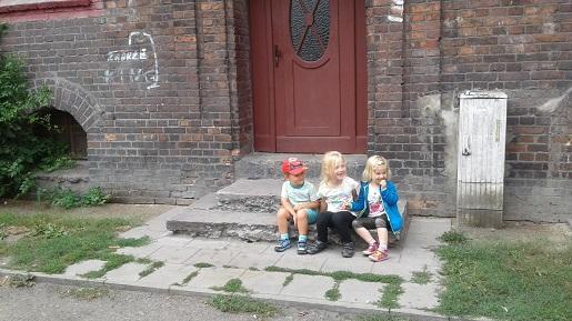 nikiszowiec z dziećmi turystyczna rodzinka
