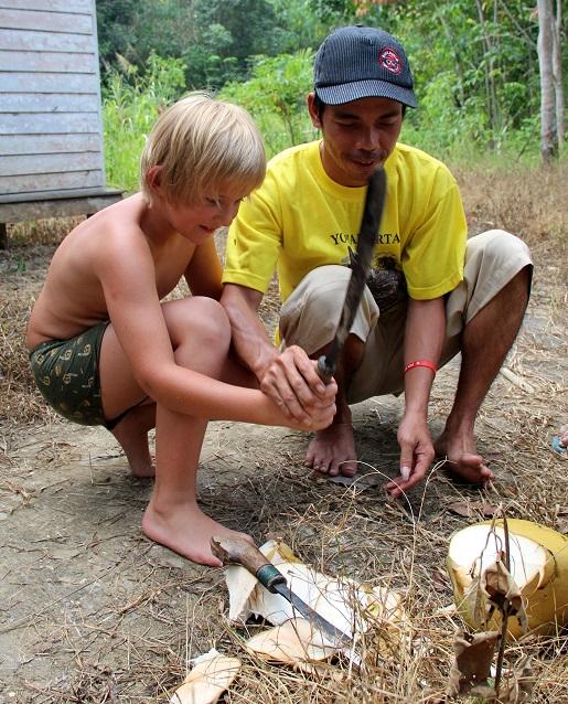 odkażanie, kokos - Borneo z dzieckiem