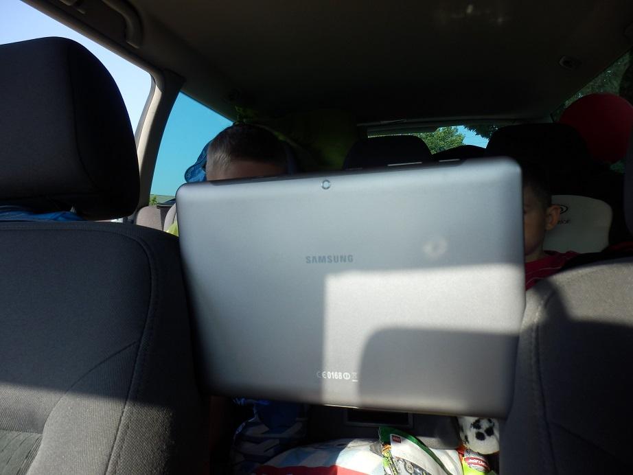 tablet w podróży z dzieckiem