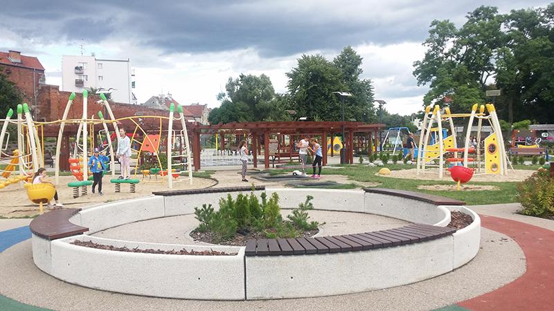 rodzinne atrakcje Pasłęk plac zabaw dla dzieci