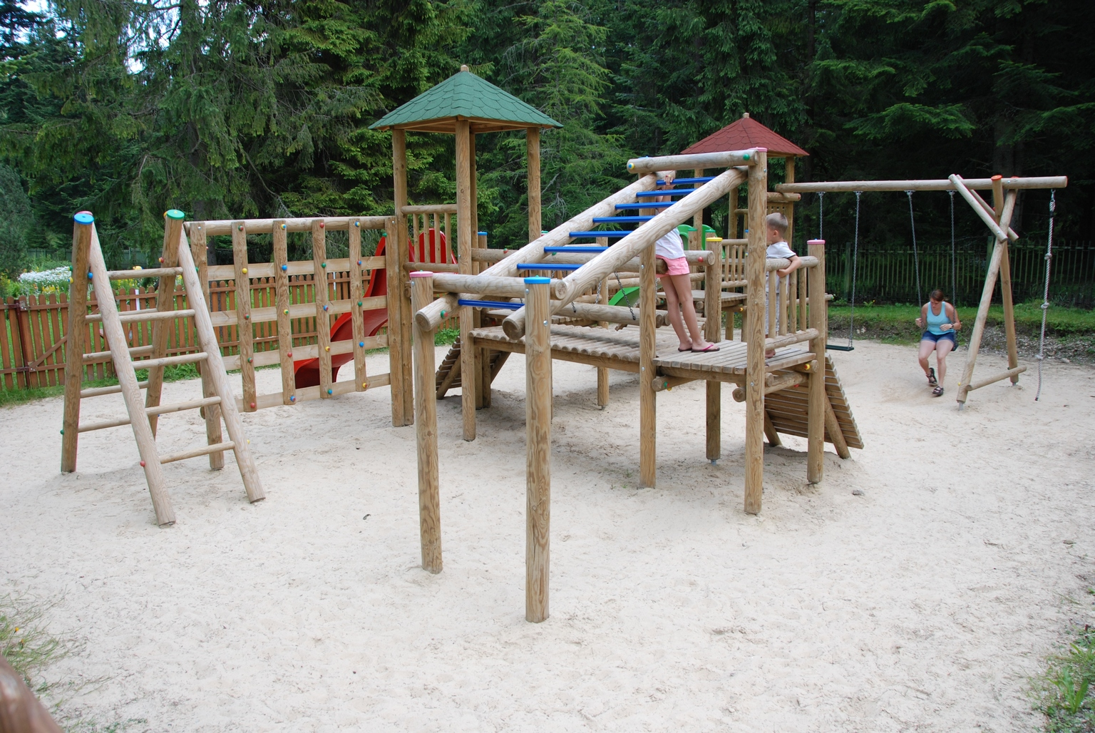 plac-zabaw-dolina-bialego-atrakcje-dla-dzieci