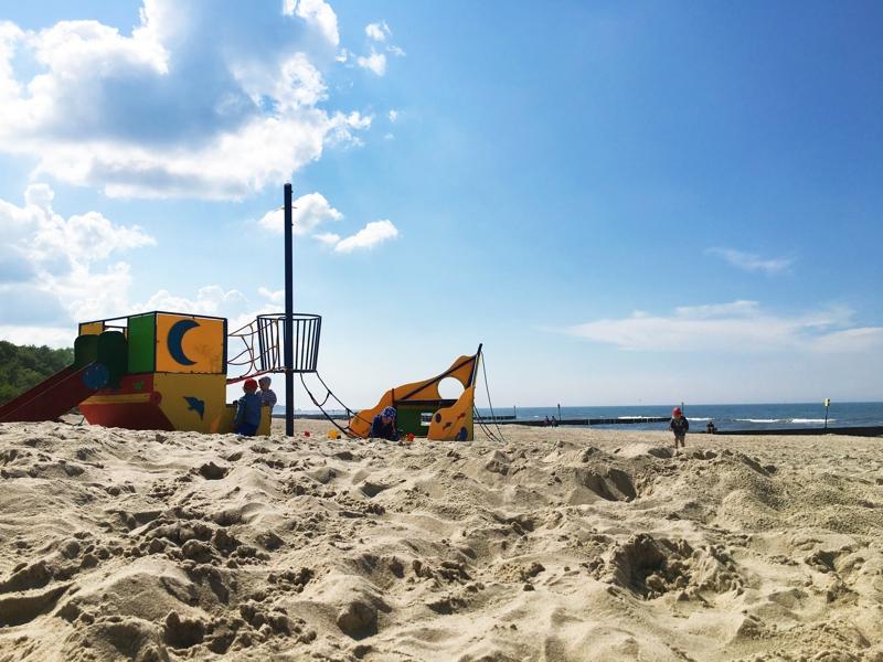 statek piracki plac zabaw Kołobrzeg plaża