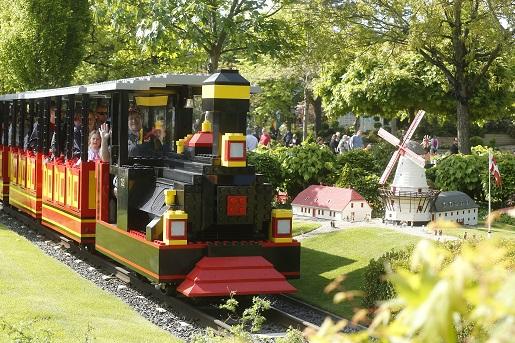 Kolejka LEGO w parku LEGOLAND