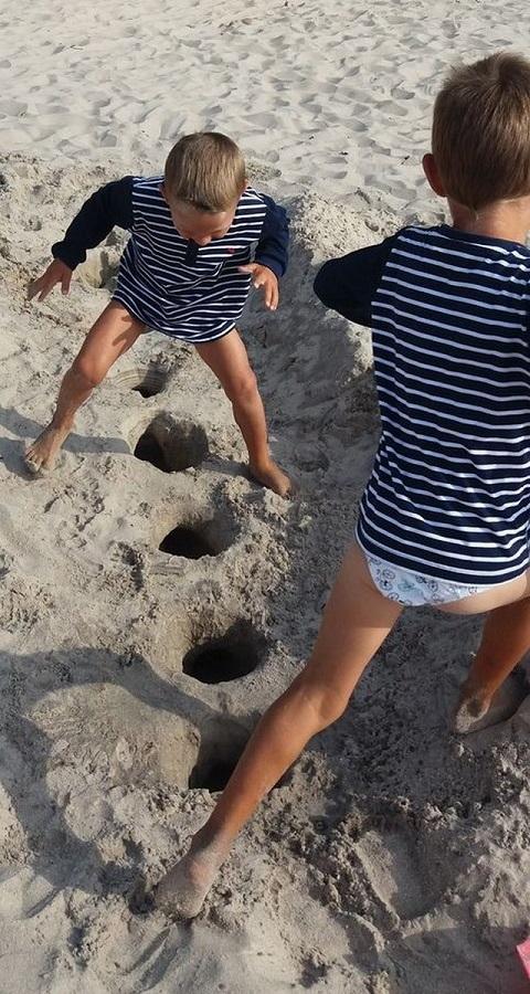 w co się bawić z dzieckiem nad morzem