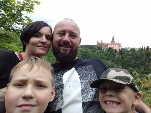 w tle Zamek Książ 2017