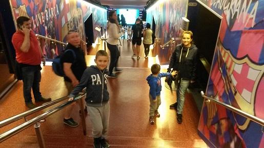 wejście na stadion FC Barcelona z dziećmi