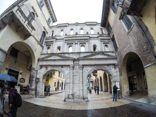 Włochy Werona wakacje z dziećmi porta borsari