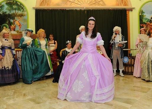 występ dla dzieci w pieszyckim pałacu