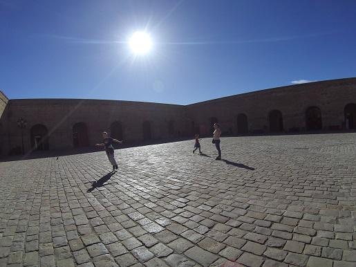 Zamek na Wzgórzu Montjuïc atrakcje dla dzieci