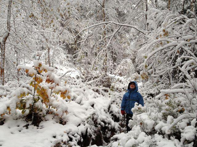 Zimowy kemping w jaskini z dziećmi
