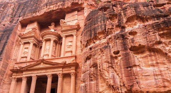 30 budowli, które można zwiedzić bez wychodzenia z domu petra jordania