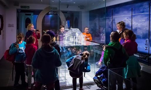 Atrakcje nad morzem na niepogodę co robić z dziećmi gdy pada multimedialne muzeum na klifie trzesacz opinie bilety