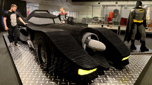 Batmobil najwieksza wystawa klockow lego gliwice atrakcje dla dzieci