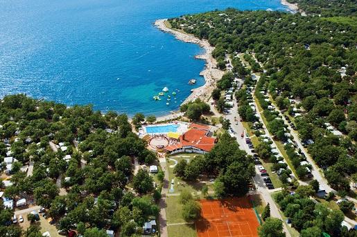 Bijela Uvala Chorwacja opinie - najlepszy camping z atrakcjami dla dzieci plac zabaw baseny animacje