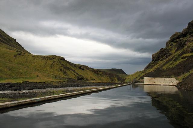 Islandia z dzieckiem najlepsze atrakcje gdzie jechac z dzieckiem co zobaczyc na poludniu Seljavallalaug gorący basen źródła