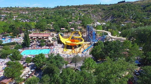 Le-Pommier-kempingi-w-europie-z-aquaparkiem-i-atrakcjami-dla-dzieci