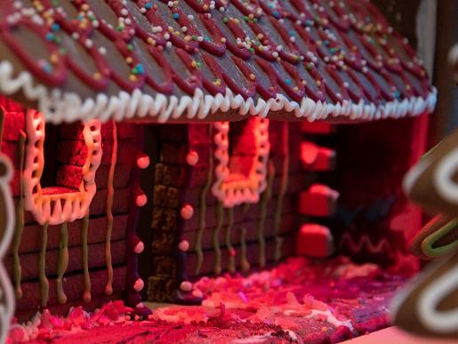 Miasto z piernika nocą gliwice kolejkowo dzieci
